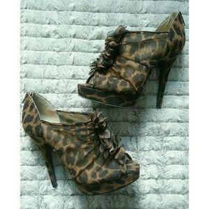 Chinese Laundry Honeybun Leopard Booties Heels 7